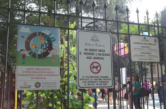 Sei giovani tentano di incendiare il parco giochi della Fondazione, salvo grazie all'Unità Gamma