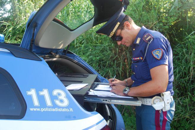 La Polizia di Sanremo sorprende due stranieri che guidavano senza patente