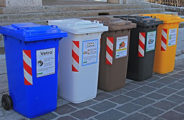 Fa caldo, Alessandria intensifica la raccolta dei rifiuti per evitare cattivi odori