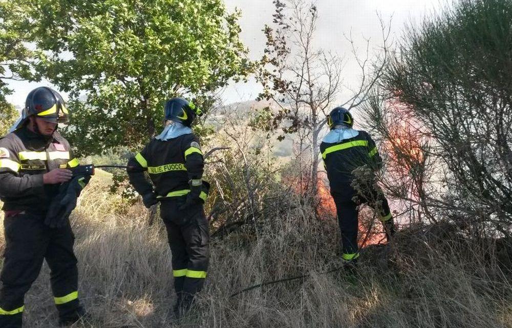 Cinque incendi in due ore a Viguzzolo, torna l'incubo del piromane?