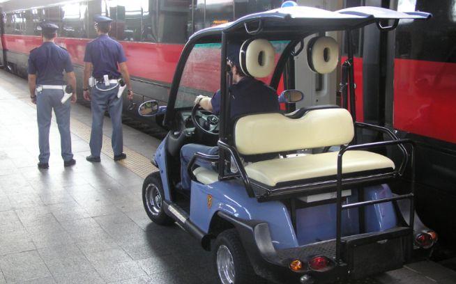 Controlli della Polfer alla stazione di Tortona: 18 giovani controllati, due multati perché attraversavano i binari
