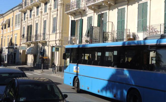 Riviera Trasporti chiede al prefetto di Imperia di mettere forze dell'ordine sugli autobus