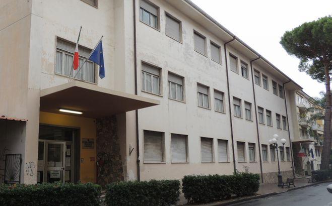 Consegnati alle scuole elementari di Diano Marina e San Bartolomeo al Mare  i tablet e il PC offerti agli alunni dall'azienda Arimondo