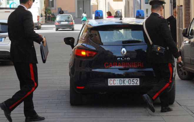 Sanremo: Carabinieri liberi dal servizio arrestano spacciatori.