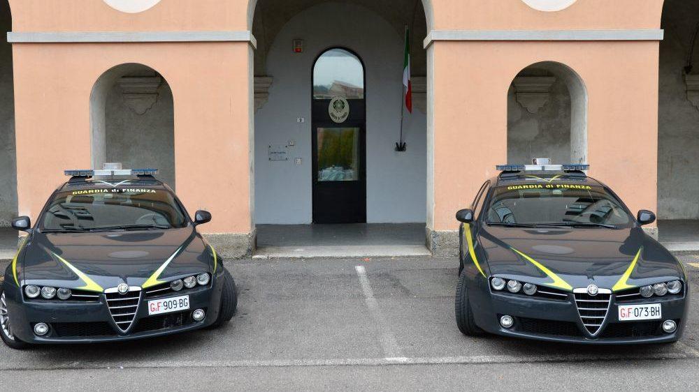 Lavoro sommerso, la Guardia di Finanza di Tortona scopre 54 lavoratori irregolari e 4 lavoratori in nero e scatta la multa di 150 mila euro