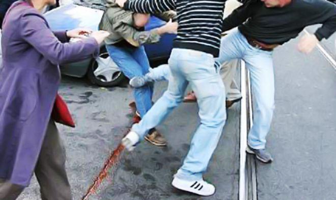 Litigio fra due coppie di giovani fidanzati di Valenza ma un genitore piomba sul posto, aggredisce la fidanzata del figlio e…
