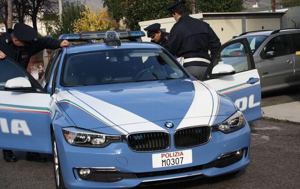la Polizia Stradale di Tortona sorprende due giovani con mazze da baseball  e tirapugni in auto e li sequestra