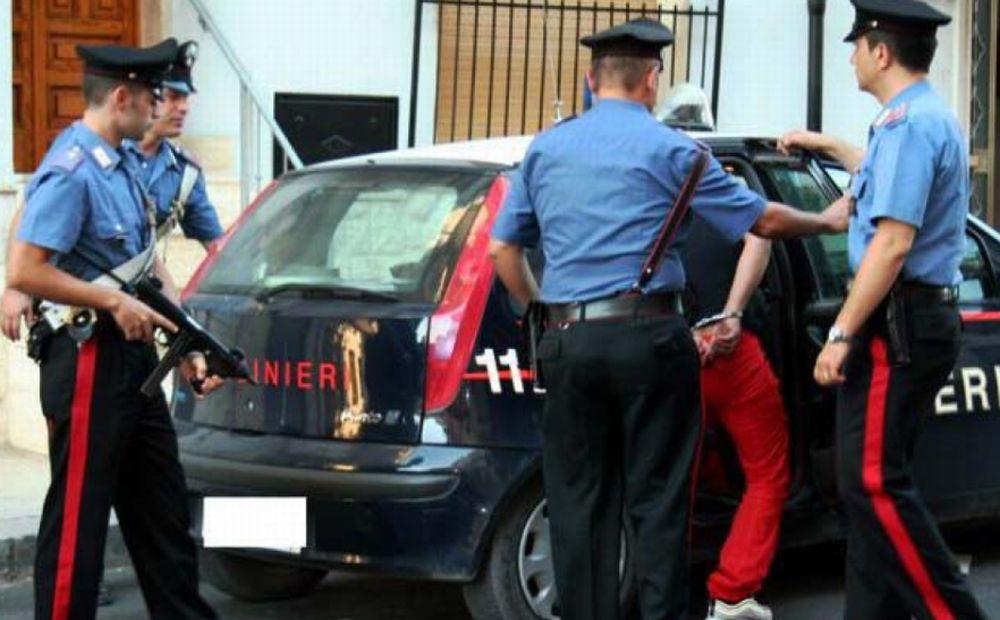 Ventimiglia, tenta di rubare la borsa ad un bagnante, arrestato dai carabinieri.