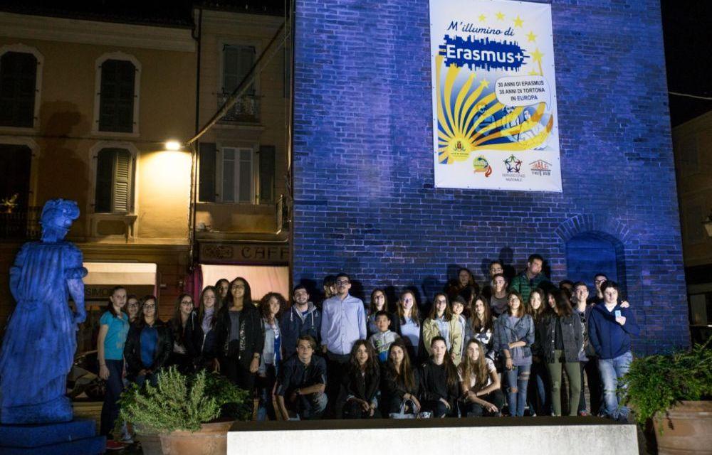 """Il Comune di Tortona ha celebrato la Festa dell'Europa con """"M'illumino di Erasmus"""""""