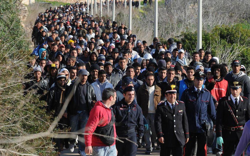 Diano Marina, la gara di solidarietà per Omar dimostra che i dianesi non sono razzisti, ma per ospitare i migranti chiedono garanzie contro l'invasione