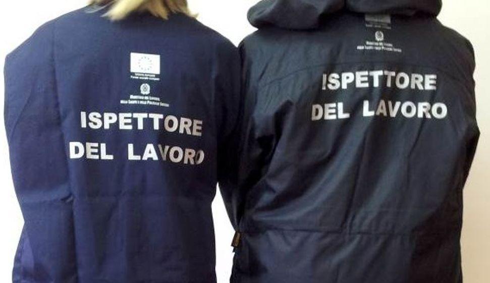 """Scoperti 11 lavoratrici e due buttafuori """"in nero"""" in un Night di Alessandria. I clienti pagavano 15 euro per 2 minuti"""