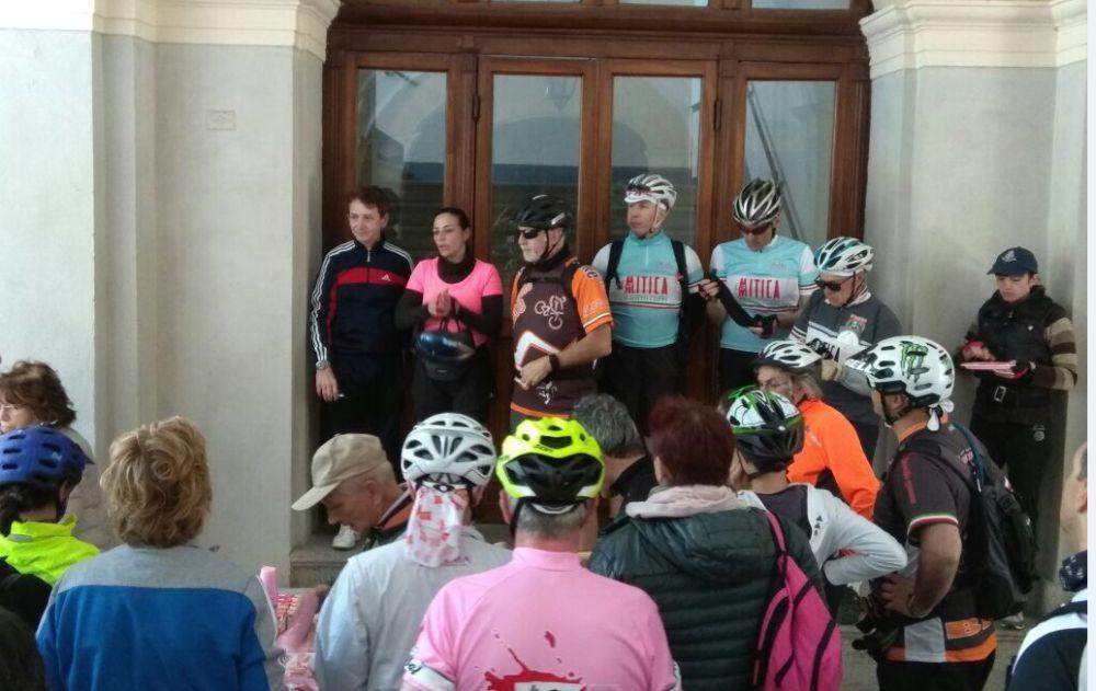 Tanta gente a Tortona per la pedalata in rosa fino a Rivalta Scrivia