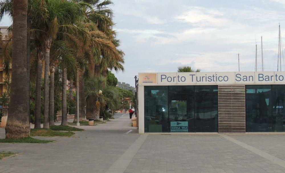 Buona gestione del Comune di San Bartolomeo per porto, parcheggi e mensa scolastica. Tutti dati di quanto spende
