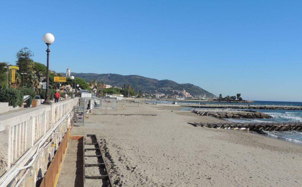 Giovedì a Diano Marina InforMare propone una passeggiata gratuita sulla spiaggia per conoscere meglio e apprezzare le bellezze del mare