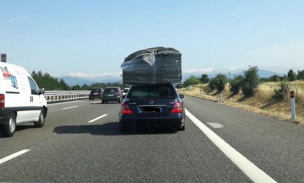 Con quest'auto verso la casa al mare portandosi dietro la casa di Milano ma viene fermato ad Ovada e multato