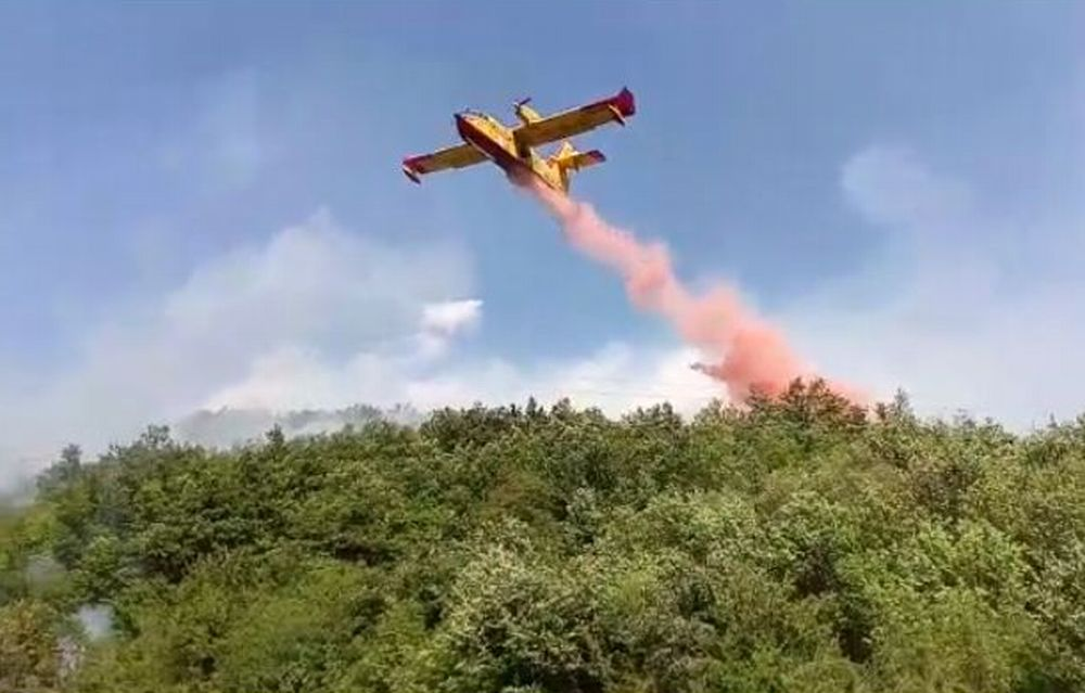 Grosso incendio da 24 ore nei boschi della val Borbera