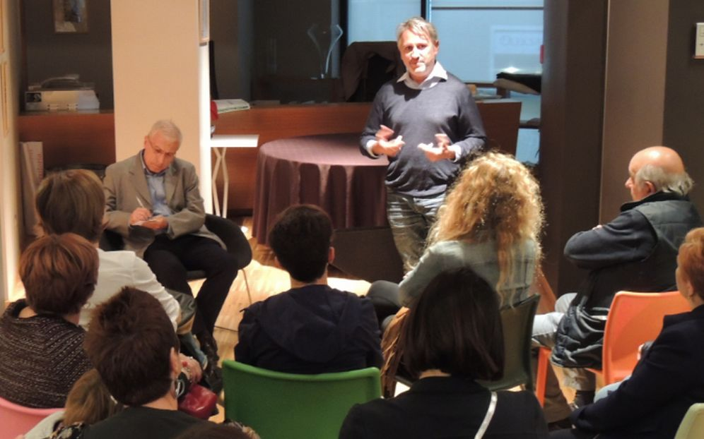 Tanta gente agli incontri al D-Cafè per la sentire la storia di Fabio Morreale. E Sabato tocca a Maria Teresa Marchese