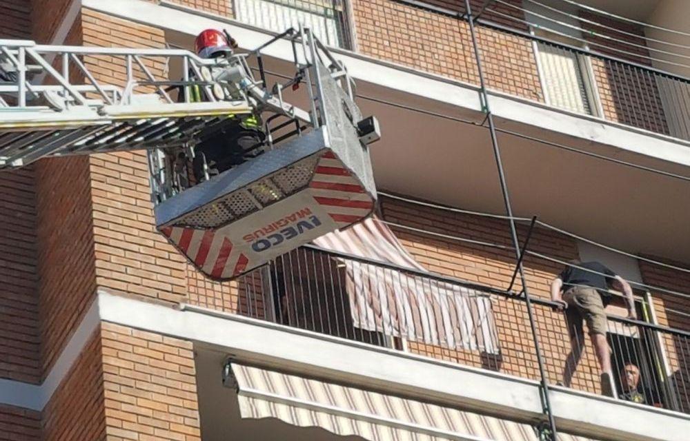 Giovane alessadrino tenta di suicidarsi gettandosi dal balcone di casa, salvato dai Vigili del Fuoco