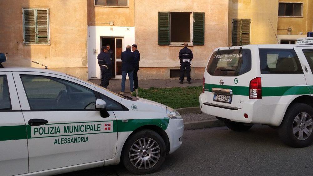 Alessandria, donna ubriaca urta un'auto in sosta e prosegue, individuata dai Vigili Urbani