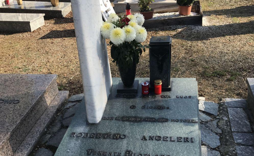 Grave furto al cimitero di Tortona: rubano il busto di Roberto Angeleri, tenente dell'aviazione, realizzato da Pedenovi