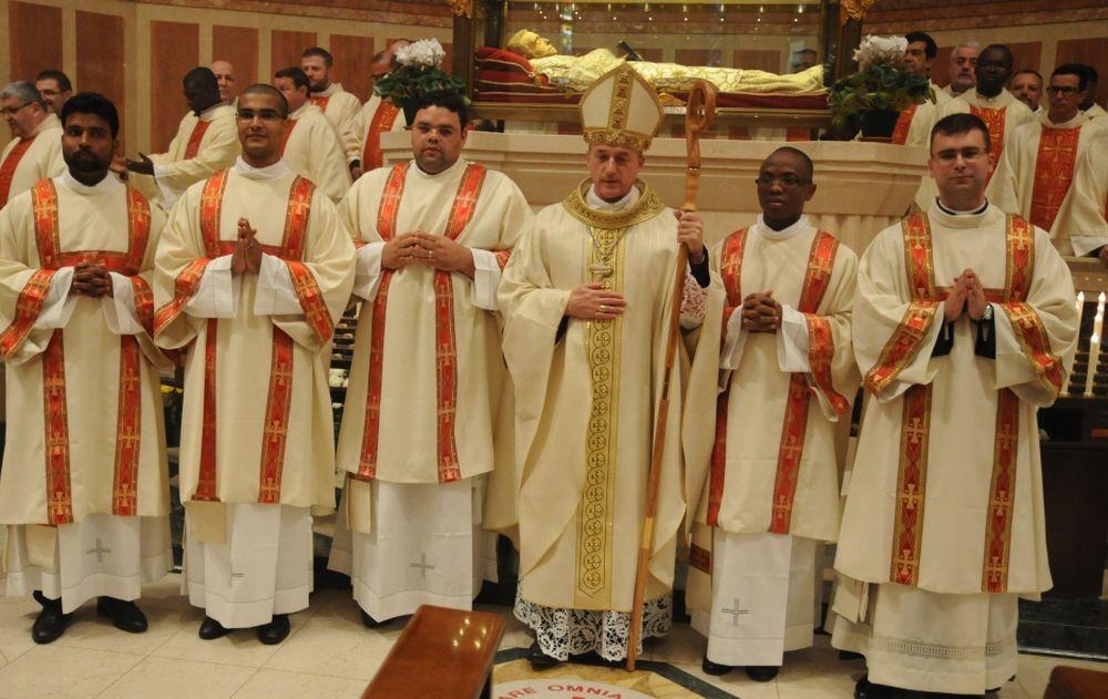 Tortona ha cinque nuovi diaconi nominati domenica dal vescovo Vittorio Viola