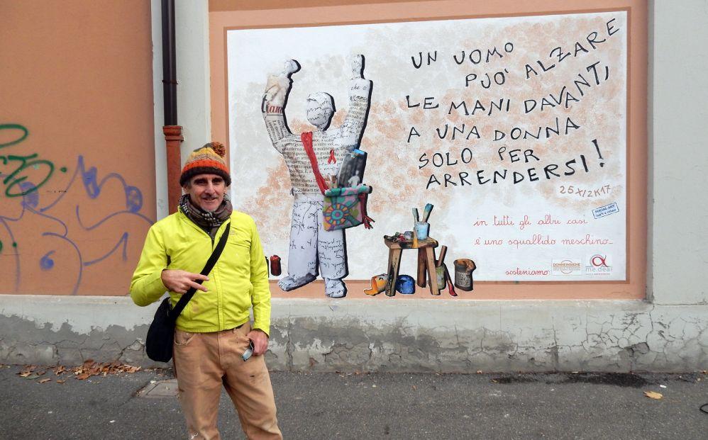 Alla Palestra Bianca di Tortona Fabrizio Falchetto regala al Comune un'opera contro la violenza sulle donne