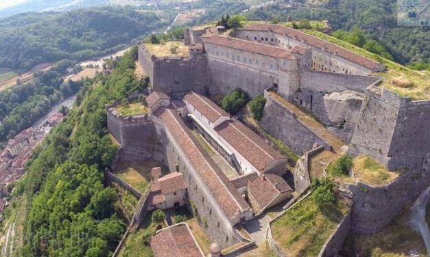 Domenica al Forte di Gavi si inaugura una rassegna d'arte