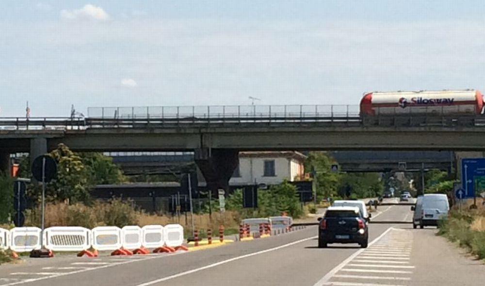 A Tortona per due mesi chiuso il cavalcavia coi piloni danneggiati. La Provincia fa i lavori