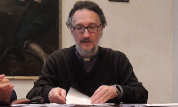 """Per stare vicino ai parrocchiani della Val Curone oggi pomeriggio Don Paolo farà il rosario itinerante. """"Aprite le finestre"""""""