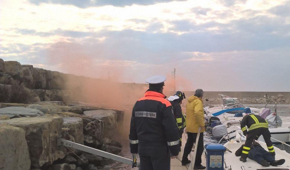 Esercitazione semestrale antincendio nel porto di San Bartolomeo al Mare a cura della Capitaneria di Porto
