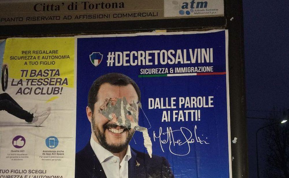 Lo sfregio ai manifesti della Lega a Tortona è vilipendio, altro che vandalismo. L'opposizione deve solo recitare il mea culpa