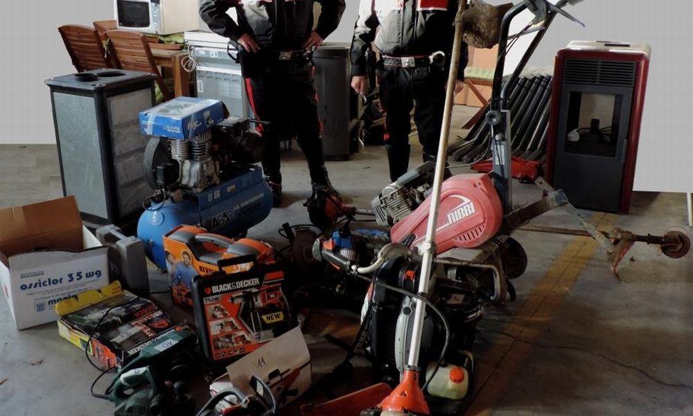 I carabinieri di Acqui Terme trovano questa merce rubata. I proprietari si facciano avanti