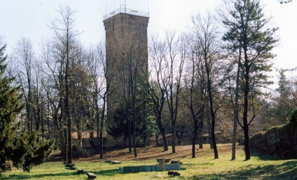 Giovedì Novi Ligure illumina la torre di colore viola per la lotta al tumore