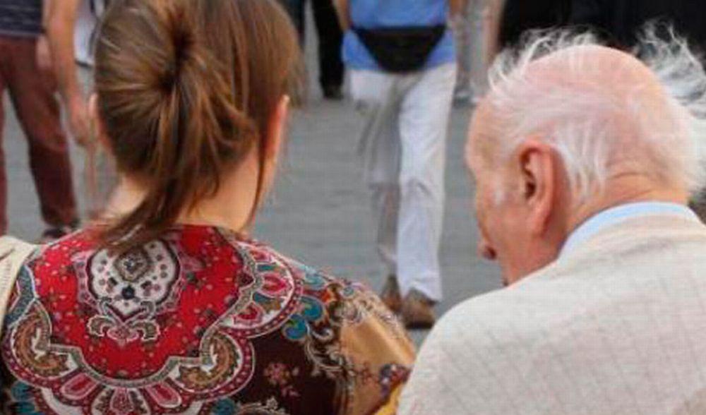 L'elenco delle straniere della zona con pensioni d'oro. Alcune arrivano qui e sposano vecchi che muoiono dopo poco tempo…