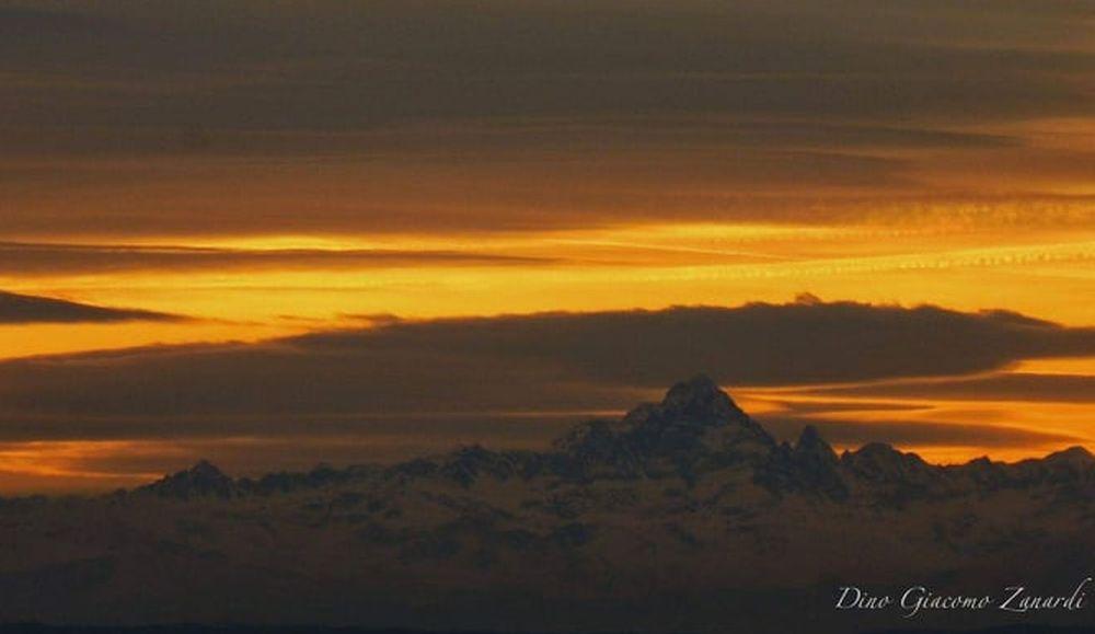C'è Oggi Tortona: Dall'alto dell città, spesso si vedono le Alpi e il Monviso al tramonto