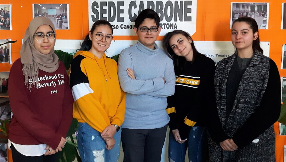 """Cinque giovani del """"Marconi"""" di Tortona vincono il concorso """"Diventiamo cittadini europei"""""""