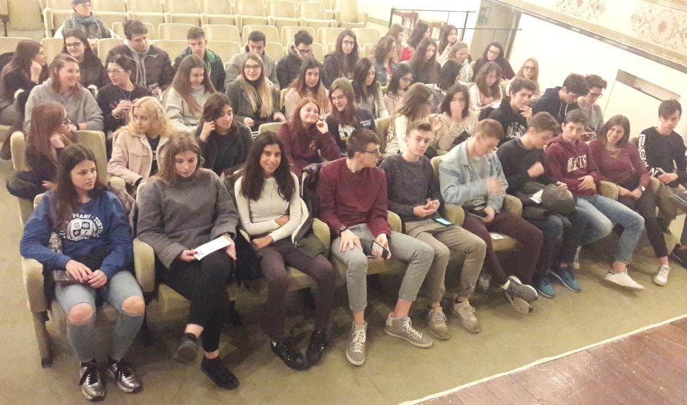 """Gli studenti del Liceo """"Peano"""" di Tortona al Teatro civico per le Operette Morali di Giacomo Leopardi"""