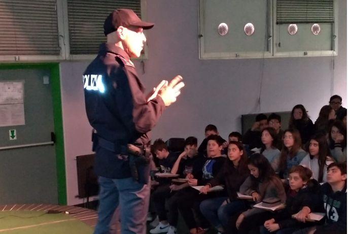 """La Polizia di Stato nelle Scuole """"G. Biancheri"""" di Ventimiglia"""