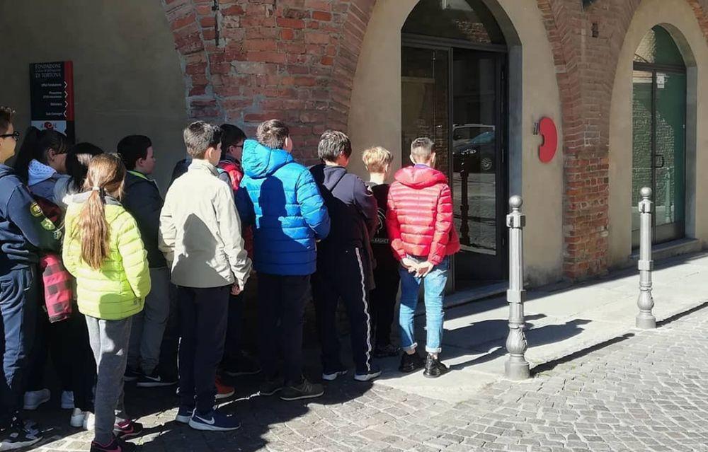 Studenti in fila per vedere il gioiello del Museo del Divisionismo di Tortona!