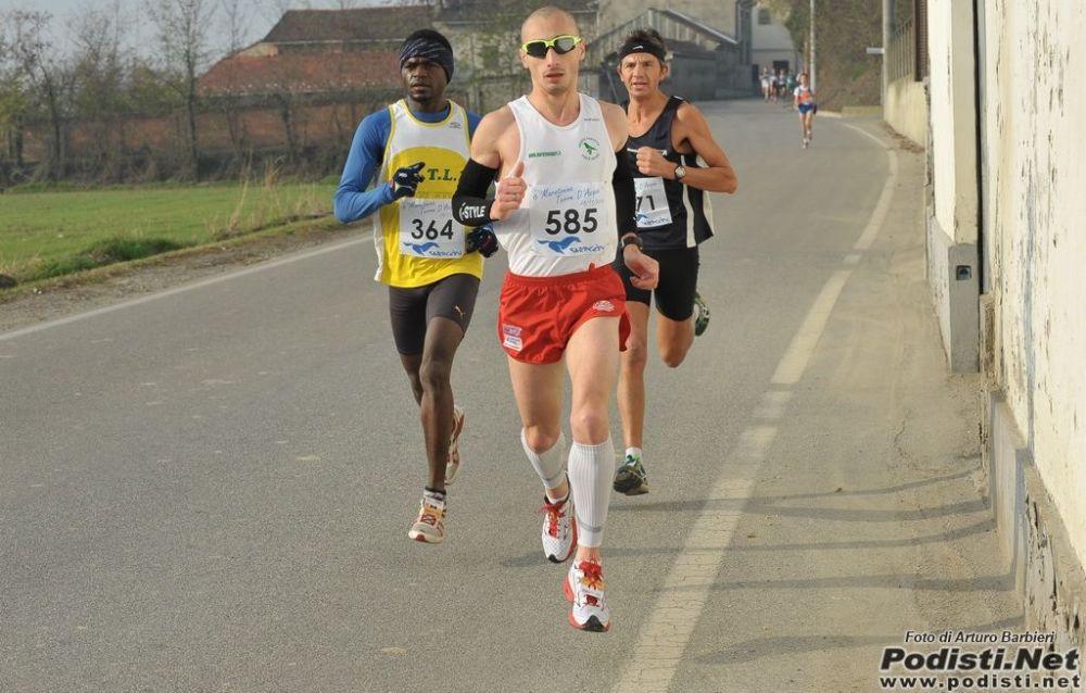 Ottima prestazione del tortonese Vincenzo Scuro alla maratona internazionale dei Papi: sesto assoluto fra oltre 500 partecipanti