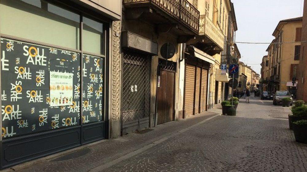 A Tortona, in via Emilia, 40 negozi sfitti. La situazione del Commercio impossibile da risolvere. Bardoneschi l'eccezione