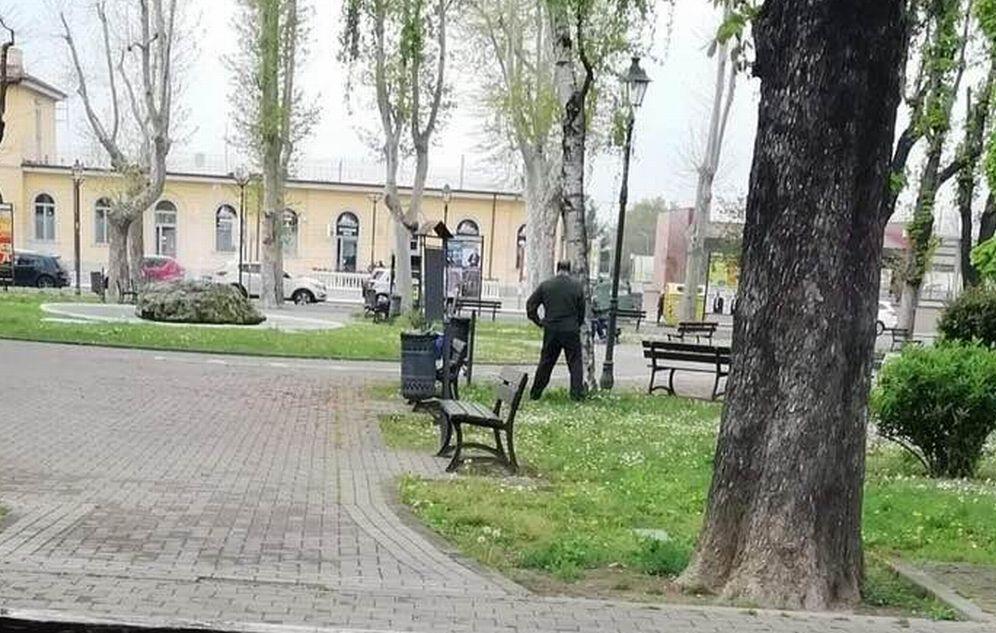I giardini di Tortona sono diventati un pisciatoio pubblico!!