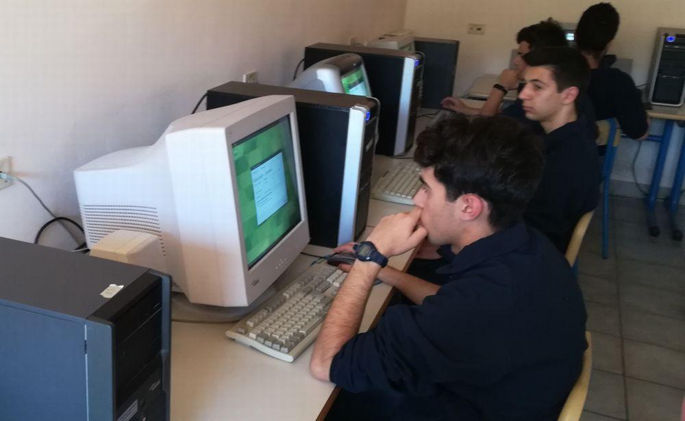 All'istituto Sauro di Imperia ripristinata l'aula di informatica grazie studenti  e professori