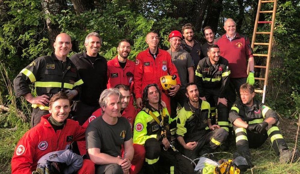 I Vigili del fuoco che hanno salvato l'uomo che è precipitato col parapendio a Brignano Frascata