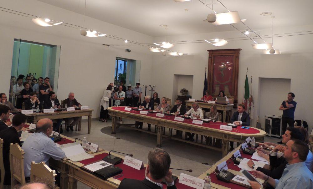 Cosa è successo nell'ultima seduta del  consiglio comunale a Tortona