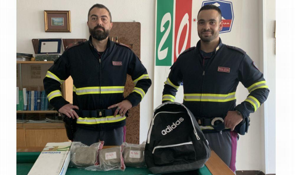 La Polizia Stradale Ovada intercetta un carico di hashish diretto al mercato genovese, 5 arresti.