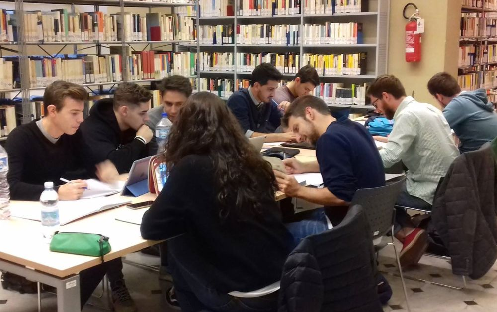 La Biblioteca di Tortona apre di sera per aiutare gli studenti per gli esami di maturità e non chiude d'estate