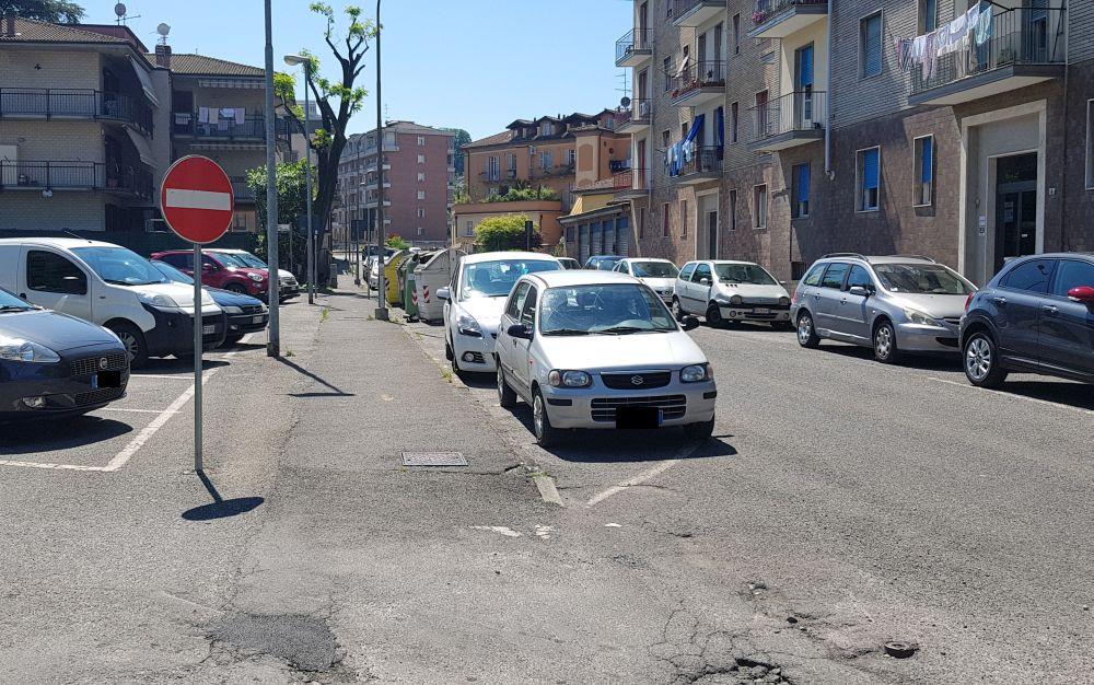 Tortona, l'uscita del parcheggio in via Orsi è pericolosa, Azione Tortona chiede provvedimenti