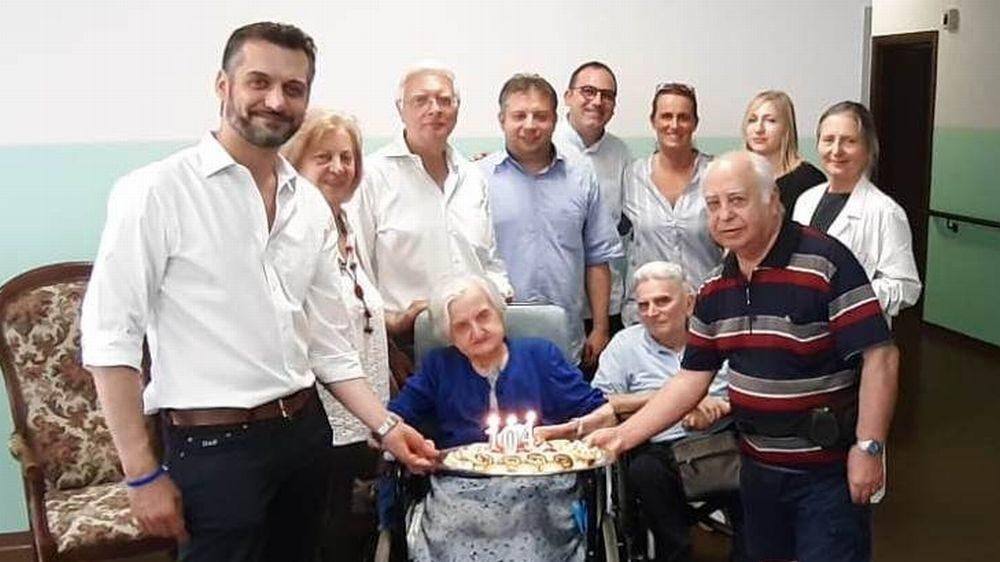 Al Mater Dei di Tortona festeggiati i 104 anni della signora Rina Tenca