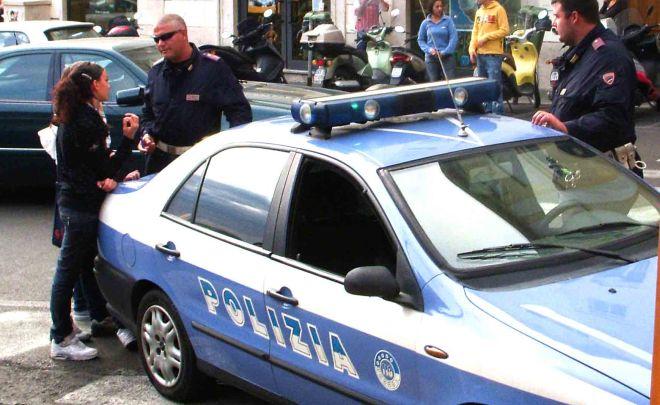 Litigano per una donna in un bar di Imperia, interviene la Polizia
